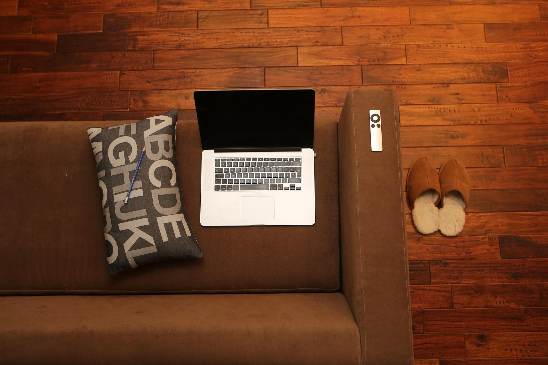 Sofa z funkcją spania. Wygoda, funkcjonalność i ciekawy design w jednym.